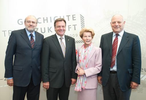 (v.l.): LH Lorenzo Dellai, LH Günther Platter, Innsbrucks Bürgermeisterin Hilde Zach und LH Luis Durnwalder freuen sich auf das bevorstehende Festwochenende in Innsbruck.