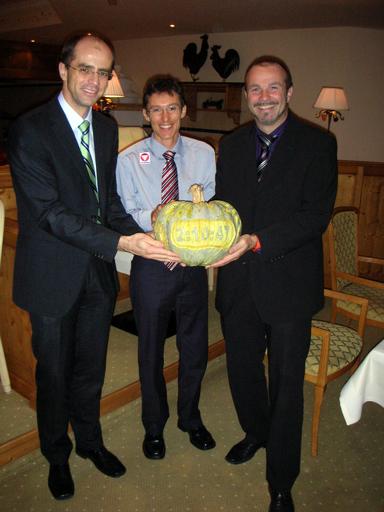 Bild zu TP/OTS - (von links): Mag. Andras Lonyai Burgenlandtherme-Geschäftsführer, Günther Weidlinger, Peter Prisching Burgenlandtherme-Geschäftsführer