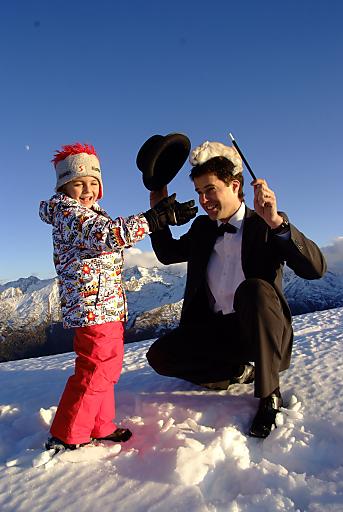 """Unter dem Titel """"Gasteiner Schneezauber"""" bieten in der Woche vom 31. Jänner bis zum 5. Februar 2010 Gasteiner Skihütten, Skischulen, Hotels und Thermen österreichische Top Zauberkünstler zum Anfassen."""