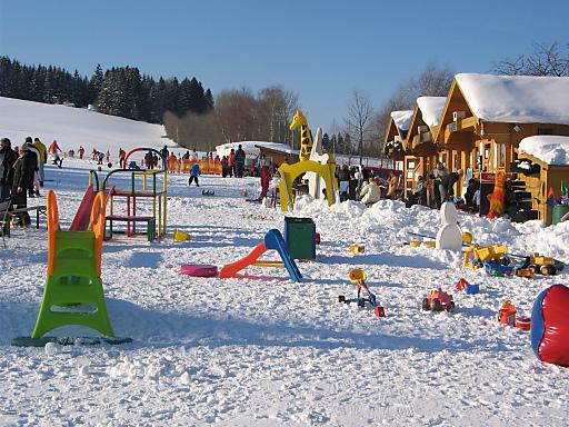 Die größte Skischule Niederösterreichs im Skigebiet St. Corona bietet ein.vielfältiges und hochwertiges Kursangebot. Dank idealer Pistenverhältnisse in Sunny Schi St. Corona und der günstigen Lage der Weihnachtsfeiertage beginnen einige Skikurse ebenfalls bereits am Samstag, den 19. Dezember 2009. Im Kinderskiland gibt für die kleinen Gäste einiges auszuprobieren und zu entdecken.