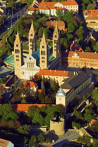 Pécs ist die Kulturhauptstadt Europas 2010. Im Bild die Kathedrale.