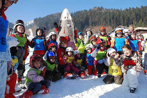 Mit Karwendolin besuchen die Kleinen den kostenlosen Kinderskikurs in der Silberregion Karwendel am liebsten.