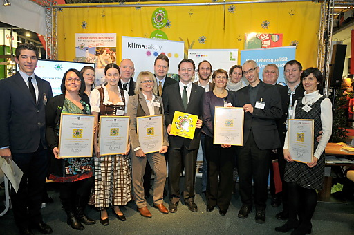 alle ausgezeichneten Tourismusbetriebe Österreichs mit BM DI Berlacovich