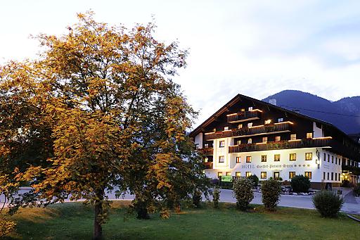 Dem traditionsreichen Tiroler Wirtshaus ist das Arbeiten im Einklang mit der Natur und der Region schon immer ein besonderes Anliegen gewesen. Die Auszeichnung des Bundes bestätigt den eingeschlagenen Weg für alle Gäste auch in Zukunft regionale Produkte und eine schöne, gesunde Landschaft zu bieten.