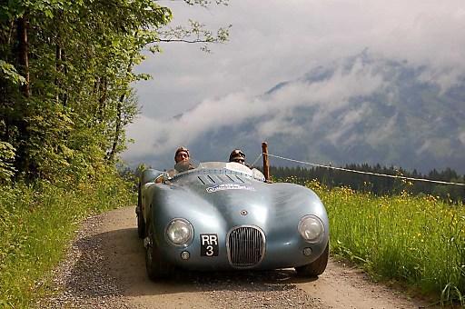 23. Kitzbüheler Alpenrallye - Reizvolle Kontraste: Malerische Bergstraßen und chromblitzende Classic Cars.