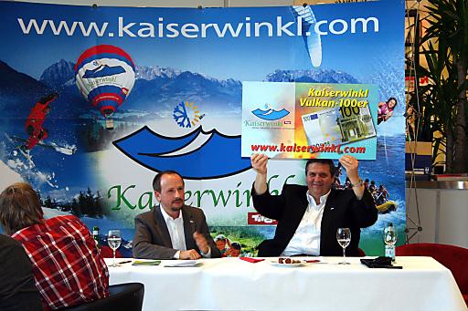 Präsentation des Vulkan-100ers auf der Show FASZINATION.BERG in Weiterstadt/Hessen: Geschäftsführer Christian Rechberger (links im Bild) und Obmann Gerhart Erharter (rechts im Bild) .