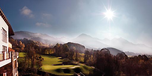 Bodenständige Eleganz, attraktiver Sport und Lifestyle sorgen auch in diesem Sommer dafür, dass durch den Golf Eichenheim und das Grand Tirolia Golf & Ski Resort die Destination Kitzbühel weiterhin Hot-Spot in Europa bleibt.