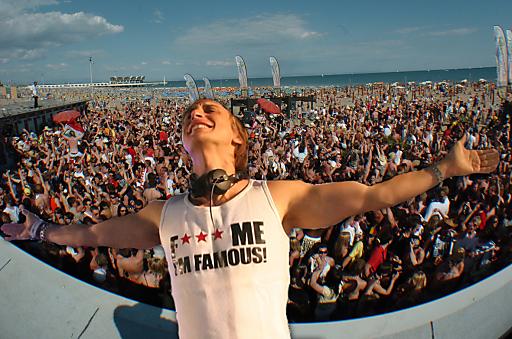 David Guetta, der derzeitige Superstar Nr. 1 und Grammy Gewinner, wird beim Spring Break Europe 2010 als LIVE Act auftreten.