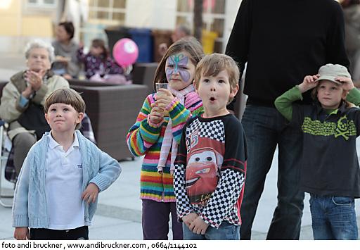 Staunende Kinder