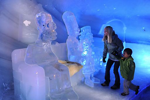 13 Tonnen Eis - die Simpsons in Lebensgröße auf der berühmten Couch!