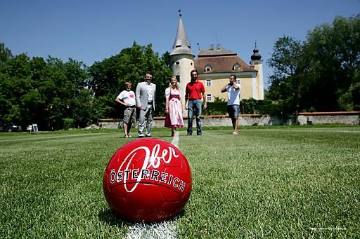 """""""Vom Zimmer auf den Fußballplatz"""" heißt es bei den Trainingscamps für Fußballteams in Oberösterreich."""