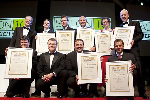 Wirtschafts- und Tourismusminister Mitterlehner mit den SALON-Siegern der Kategorie Weißwein