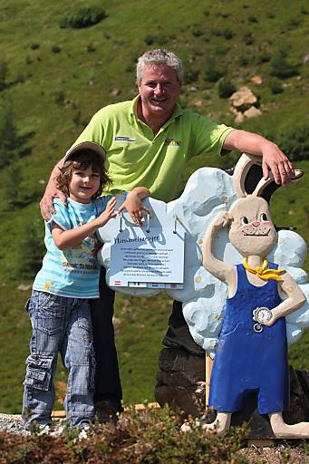 """Fritz Gambs, Geschäftsführer der Bergbahnen Turracher Höhe präsentiert Nocky's AlmZeit - eine einzigartige Spiel- & Erlebniswelt auf 2.000 m. Im Bild - die Station """"Himmelszeiger""""."""