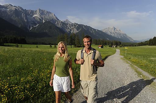 Bei der Erlebniswanderung sinn:zeit des TVB Mieminger Plateau & Fernpass-Seen am 21. August 2010 bilden Mensch und Natur den Mittelpunkt und erfahren intensiven Kontakt mit Berg und Natur.