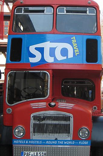 Mit dem Doppeldeckerbus in die STA Travel-Shops touren und attraktive Preise gewinnen.