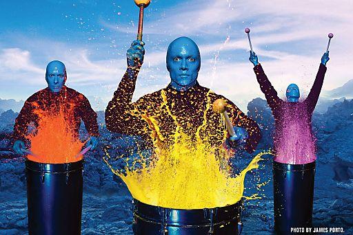 """Mit an Bord: Entertainment durch die """"Blue Man Group""""."""