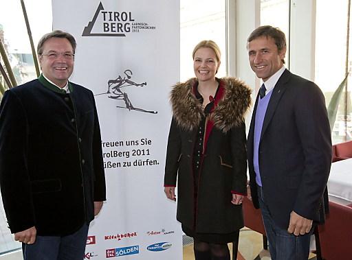 Kyra Vögele-Müller stylisierte einen Skifahrer und gewann den Künstlerwettbewerb. Das Sujet werde dem TirolBerg neuen Glanz verleihen, meinten LH Platter und Josef Margreiter.