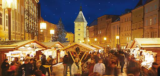 Weihnachtsflair bei der Bergweihnacht am Stadtplatz.