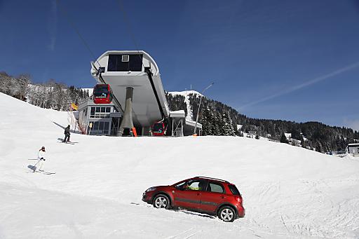 Auf allen Vieren ins beste Skigebiet der Welt - so lautet das Motto von Suzuki International Europe vom 09. bis 17. Jänner 2011 in der Ferienregion Hohe Salve.