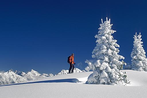 Schneeschuhwandern in unberührter Natur