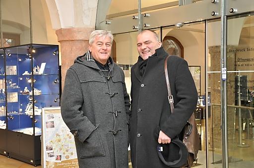 Innsbruck Tourismus erhält Zuwachs. Darüber freuen sich der Obmann des Tourismusverbandes Innsbruck und seine Feriendörfer, Karl Gostner (rechts), sowie Geschäftsführer Fritz Kraft.