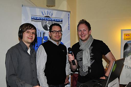 Andi Ender von Radio Mainwelle, Tvb-Chef Markus Kofler und Moderator Bernd Rasser live aus Kramsach.