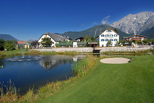 Das Alpenresort Schwarz liegt eingebettet in die herrliche Kulisse des Mieminger Plateaus in Tirol. Höchste Qualitätstandards und bester Kundenservice sind für den Leitbetrieb selbstverständlich. Die Gäste des Hauses empfehlen vor allem das hervorragende Wellness-Angebot.