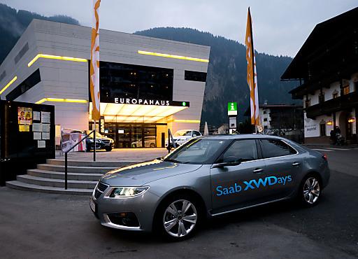 Die Modelle Saab 9-3 und 9-5 vor dem Europahaus Neu in Mayrhofen.
