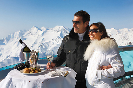 """Prickelnde Stunden im genussvollsten Ambiente der Alpen, beim """"best of obergurgl"""" Frühlings-Skilauf."""
