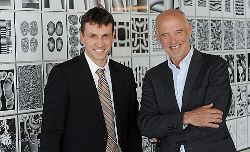 In der d. swarovski tourism services gmbh kommt es Ende dieses Jahres zu einem planmäßigen Generationswechsel: Stefan Isser (li) folgt Andreas Braun (re) als Geschäftsführer der drei STS-Standorte - SWAROVSKI KRISTALLWELTEN, SWAROVSKI WIEN und SWAROVSKI INNSBRUCK.