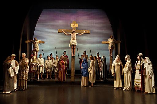 Einer der Höhepunkte in der Passion 2011: Die stimmungsvolle Kreuzigungsszene.