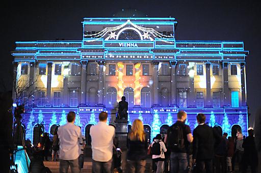 Spektakuläre Gebäudeverwandlung in Warschau lockt nach Wien: Eine vom WienTourismus inszenierte eindrucksvolle 3D-Projektion macht derzeit das Gebäude der Polnischen Akademie der Wissenschaften in Warschau zu einem imposanten Werbeträger für Wien.