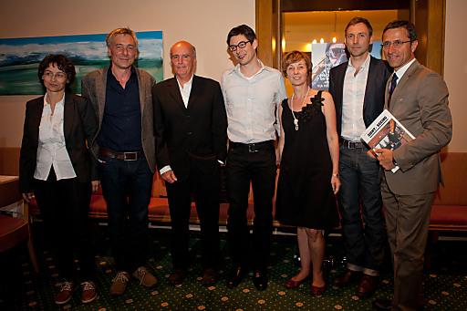 Helene Forcher und Josef Margreiter mit den bei der Preisverleihung im Parkhotel Igls anwesenden Top 5 von Berg.Welten 2010.