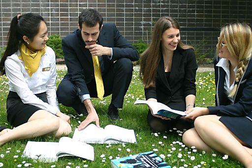 ITM Studierende v.r.n.l.: Zhenbao FANG (China), Ioannis PRATSI (Zypern), Theresa-Irene Burger-Scheidlin (Österreich), Sophie Maria Rüscher (Österreich)