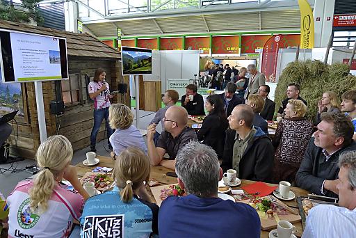 20 Pressevertreter ließen sich beim eigens organisierten Pressefrühstück auf der Bike Expo 2011 in München von Vanessa Rupprechter, zuständig für Presse bei der Tirol Werbung, in einer mitreißenden Präsentation für das Radland Tirol begeistern.