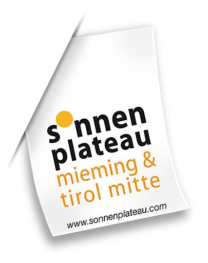 Das neue Logo des Sonnenplateaus Mieming & Tirol Mitte wurde ähnlich einem Etikett gestaltet, das für den hochwertigen Inhalt bürgt.