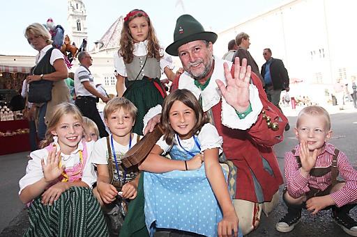 Vor allem die kleinen FestbesucherInnen freuen sich auf das traditionelle Kettenkarussell.
