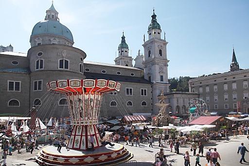 Rund um den Ehrentag des Salzburger Schutzpatrons Rupert am 24. September erfreut sich die Salzburger Altstadt alljährlich am ausgelassenen Treiben am Rupertikirtag.