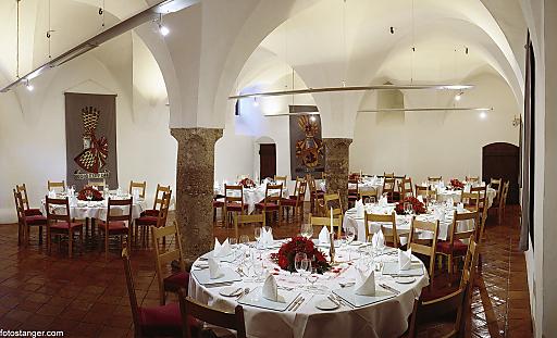 SALZRAUM.Hall eventlocations stellt entsprechend der Kundenwünsche individuelle Pakete zusammen und bietet den idealen Rahmen für gelungene Feiern