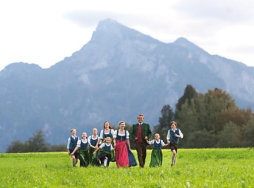 """Die Darsteller des """"The Sound of Music"""" Musicals in Salzburg - Uwe Kröger als Baron von Trapp und Wietske van Tongeren als Maria."""
