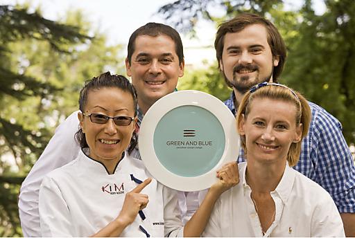 GREEN AND BLUE eröffnet auf Sansibar und KIM kocht zu Silvester 2011 - v.l.n.r.: Sohyi Kim (Kim kocht), Rudi Schmid (Management GREEN AND BLUE), Lukas Nagl (Chef de Cuisine GREEN AND BLUE), Doris Vielgut (Management GREEN AND BLUE)