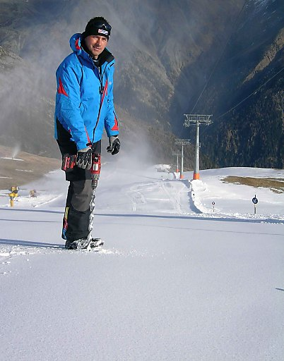 Rennleiter Isi Grüner beim Präparieren der Piste für die beiden FIS-Rennen im Winterskigebiet Giggijoch.