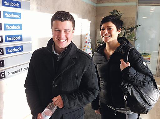 ICA-Onliner bei Facebook in Dublin: Lucas Frischmann und Caroline Holzknecht.