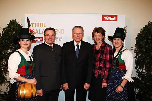 Begrüßten die 1. Olympischen Jugend-Winterspiele mit einem Galaabend in der Innsbruck Hofburg (v.li.): Tirols Landeshauptmann Günther Platter, IOC - Präsident Jacques Rogge und Innsbrucks Bürgermeisterin Christine Oppitz-Plörer.