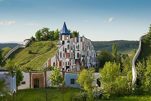 Zum 15-Jahr-Jubiläum im Mai sucht das Rogner Bad Blumau persönliche Erinnerungsstücke von Gästen, Mitarbeitern, Partnern und Wegbegleitern.
