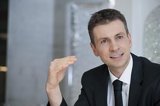 Stefan Isser - der schon seit vielen Jahren die Erfolgsgeschichte der drei Standorte in Wattens, Innsbruck und Wien mitprägt - ist seit 1. Jänner 2012 neuer Geschäftsführer der d. swarovski tourism services gmbh.
