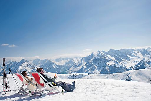 Der SonnenWinter im Zillertal vereint unvergleichliche Schneetage auf weißen Pisten und sonnige Aussichten auf die zahlreichen Dreitausender der Zillertaler und Tuxer Alpen.