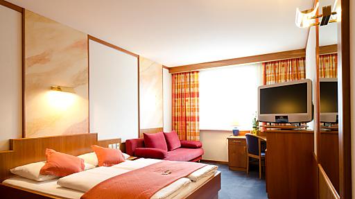 Große sowie technisch sehr modern ausgestattete Zimmer garantieren einen angenehmen Hotelaufenthalt