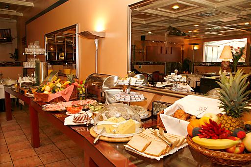 Das reichhaltige Frühstück im gemütlichen Restaurant ist der perfekte Start in einen neuen Tag