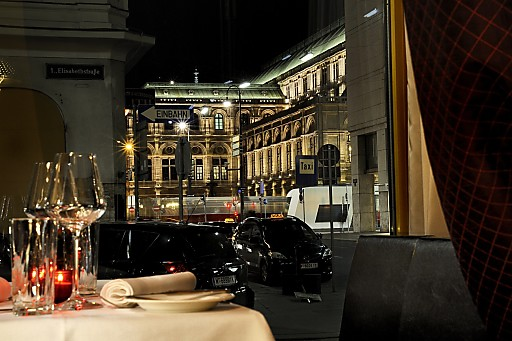 City Lok Blick auf die Oper